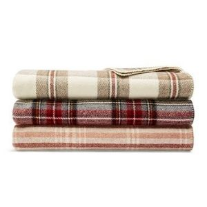 Pendleton Eco-Wise Wool Blanket: Best Overall